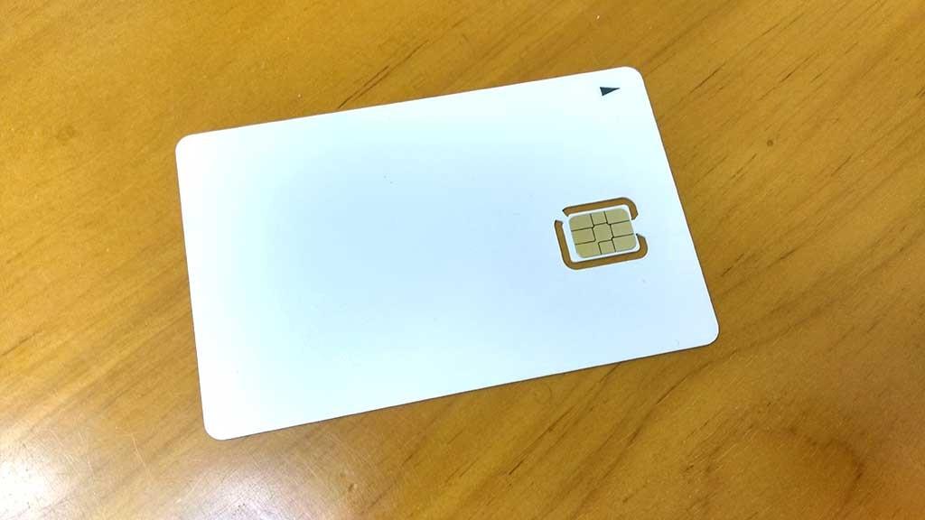 真っ白なMVNO用SIMカード